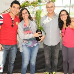 Ganhadora de um dos arranjos criado por Batista Reis. Flores e Acessórios: Transplantas e Kireibara.